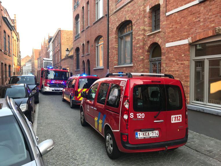 Het speciale klimteam van de brandweer kwam ter plaatse om de jongere te bevrijden.