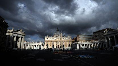 Ex-diplomaat van Vaticaan bekent bezit van kinderporno