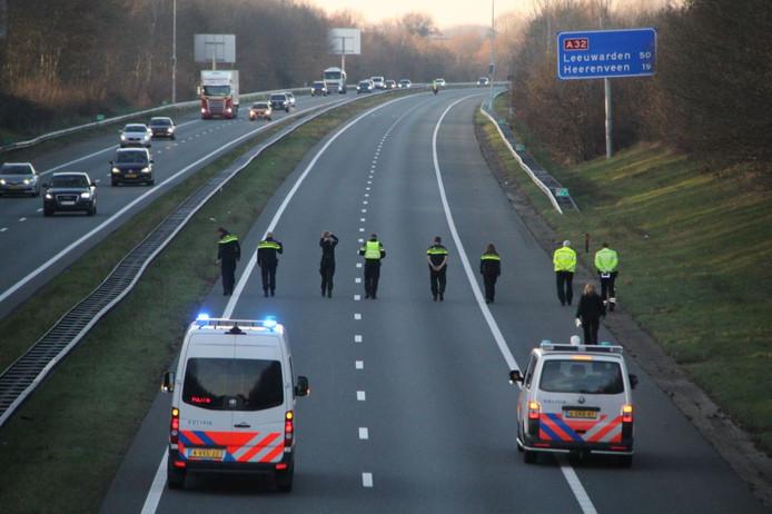 Een gedeelte van de A32 bij Steenwijk was maandag enige tijd afgesloten, opdat de technische recherche onderzoek kon doen.