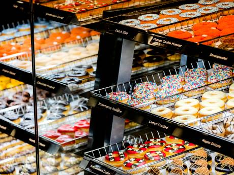 Dunkin' Donuts opent filiaal aan het Spui