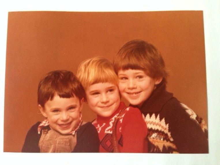 Elanor als peuter met haar twee oudere broers. Beeld