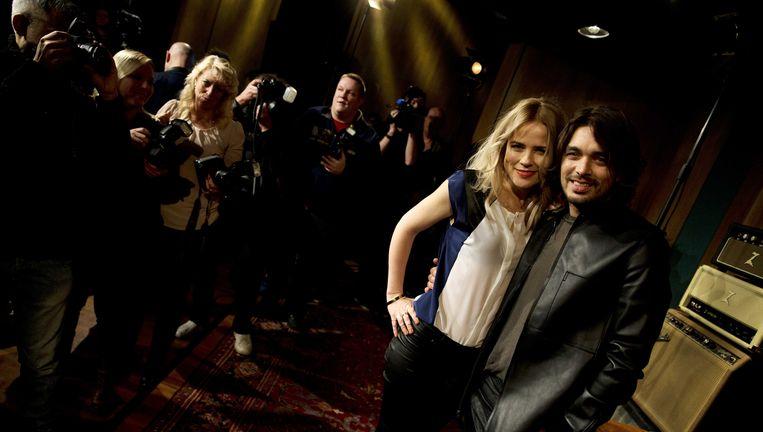 Ilse DeLange en Waylon poseren voor de pers nadat bekend is geworden dat zij volgend jaar Nederland zullen vertegenwoordigen tijdens het Eurovisie Songfestival in Denemarken. Beeld ANP Kippa