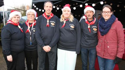 Klompendragers houden eerste kerstmarkt