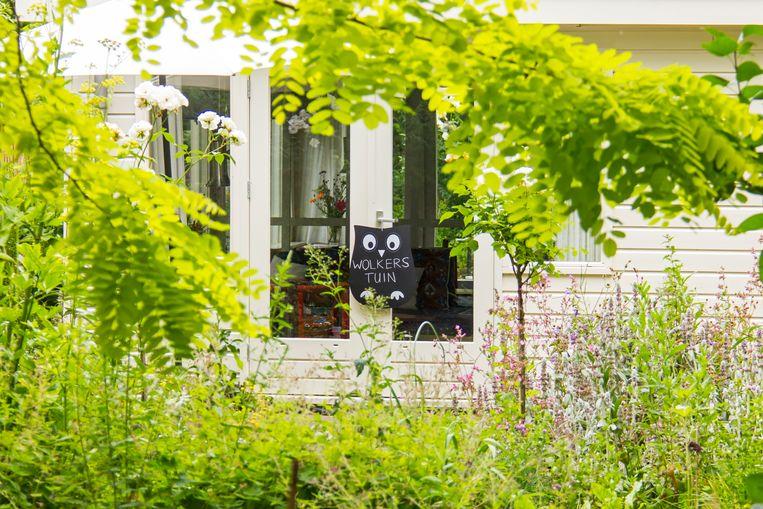 Het tuinhuis van Jan Wolkers op volkstuinencomplex Amstelglorie in Amsterdam is nu een schrijversverblijf. Beeld Sander Groen