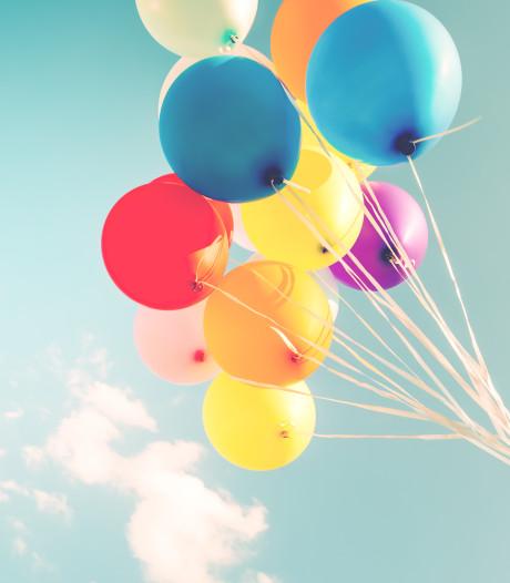 Het voordeel van een kind hebben: uitleggen dat je altijd afscheid moet nemen van een ballon