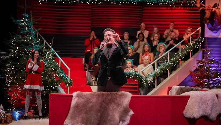 Fedja van Huêt speelt een tv-presentator die kort voor de kerstshowopnames spoorloos verdwijnt Beeld .