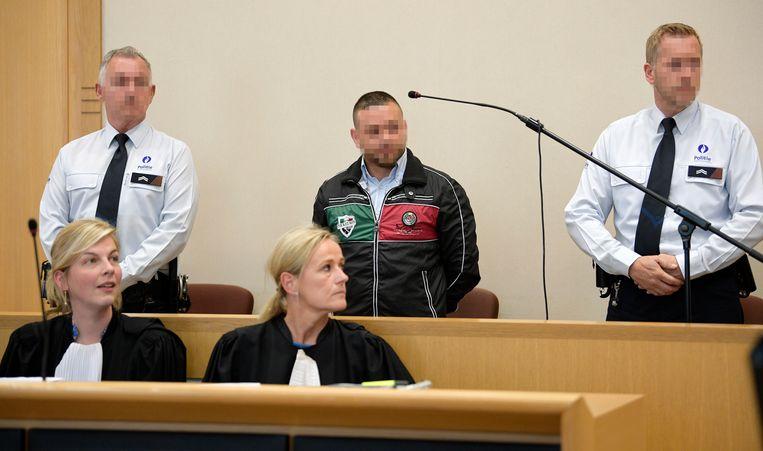 Beschuldigde Roberto S. (38) met voor hem zijn advocaten Charlotte Kennis en Katrien Van Der Straeten