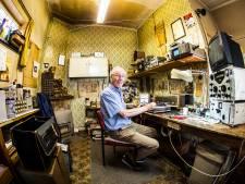 Arend Greven (79) runt al halve eeuw Radio Redemeijer in Hengelo