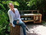 Antoinette (52) heeft een baan die we allemaal wel zouden willen: boomhuttenbouwer