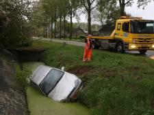 Auto te water in Brakel; bestuurder is spoorloos
