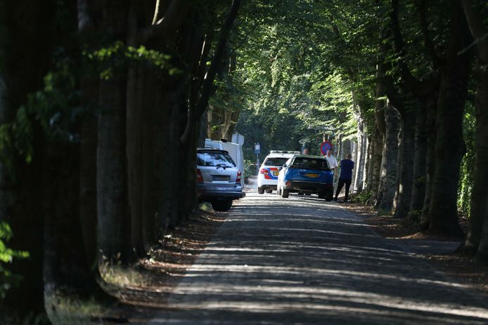 Politie doet onderzoek bij woning in Uden, waar zaterdagmiddag een overval is gepleegd