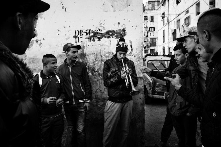 Een foto uit de winnende serie 'Kho, de geboorte van een revolutie' van Franse fotograaf Romain Laurendeau. Beeld EPA / Romain Laurendeau