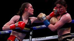 Delfine Persoon verlaat in tranen de arena na discutabele nederlaag in New York