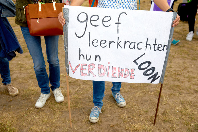 Leraren demonstreren op het Malieveld voor meer salaris en minder werkdruk in het primair onderwijs.
