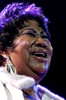 Stevie Wonder brengt Aretha Franklin laatste groet