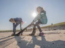 Kinderburgemeester Mares komt met linnen tasje in strijd tegen plastic soep