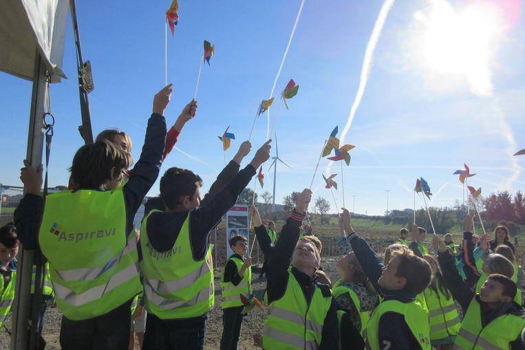 Leerlingen juichen de wind toe.