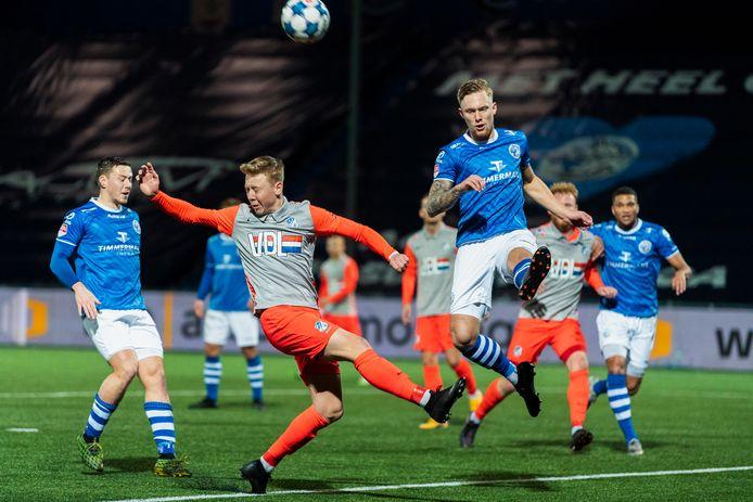 Junior van der Velden, hier in actie tegen FC Eindhoven, is een van de spelers die lang ontbrak door blessureleed.