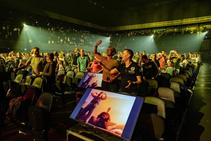 Nielson trad gisteravond op in de Ziggo Dome tijdens het eerste Larger Than Live concert. Maximaal 2400 bezoekers mochten in de zaal zijn.