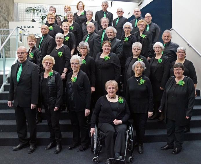 Gospelkoor Adaja bestaat 25 jaar. Voorzitter Nellie Kerkhof werd zondag gehuldigd.