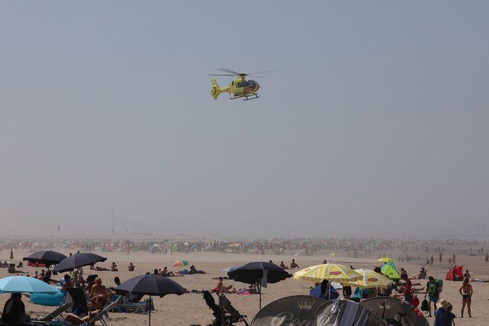Hulpdiensten moeten vandaag ook weer regelmatig uitrukken voor noodgevallen. Op het Zuidersteand landde zojuist een traumahelikopter voor een reanimatie van een drenkeling. Op het strand van 's Gravenzande werd een verkeersregelaar onwel.