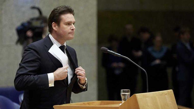 Staatssecretaris Frans Weekers tijdens het debat in de Tweede Kamer waarin hij zijn aftreden bekend maakte. Beeld null