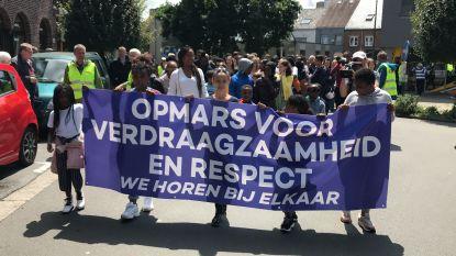 """250 tot 300 mensen stappen mee in mars tegen racisme: """"Briefschrijver heeft ons samengebracht"""""""