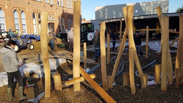 De opbouw van de  nieuwe klimtoestellen.