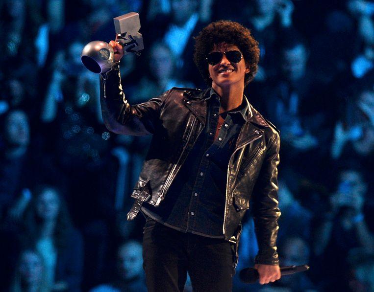Bruno Mars met zijn award. Beeld reuters