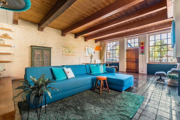 Het interieur is voorzien van authentieke houten balken op iedere verdieping.