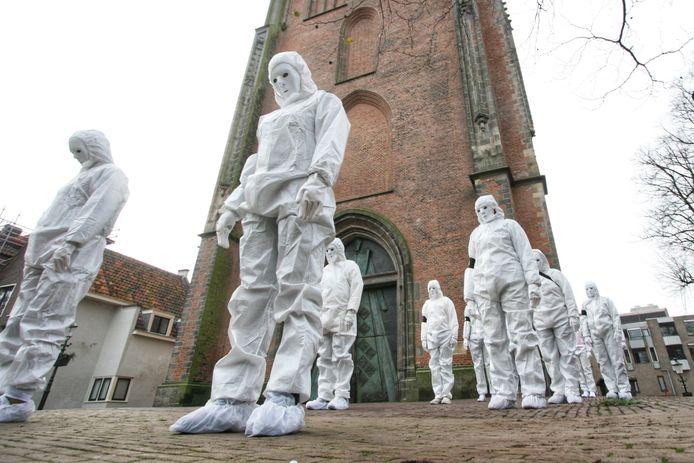 De actievoerders verzamelden zich op het Lieve Vrouwekerkhof.