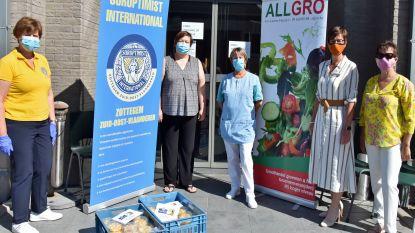 Soroptimist Zottegem verdeelt 1.000 doosjes vers gesneden fruit onder centra voor bejaarden