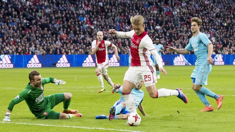Kasper Dolberg legt aan voor de 2-0 tegen FC Twente Beeld ANP Pro Shots