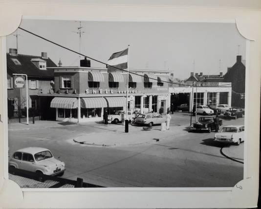 Vlag in top bij Garage Denissen aan de Burgemeester Jansenstraat
