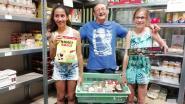 Kansarme kinderen krijgen deze maand extra pakket met lekkers dankzij weldoeners Eva en Gitte