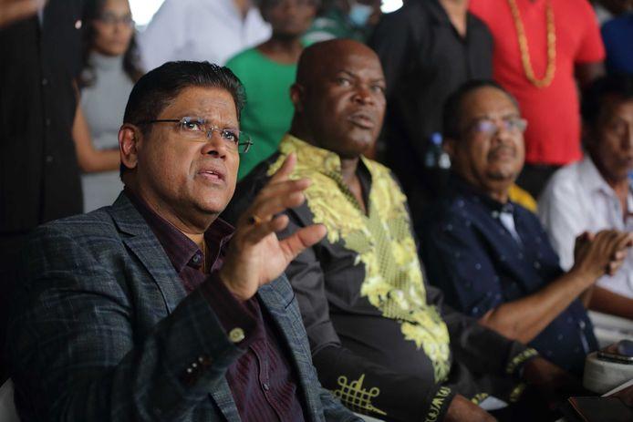 De Surinaamse partijleiders Chan Santokhi (VHP), Ronnie Brunswijk (ABOP), Gregory Ruslan (NPS) en Paul Somohardjo (PL).