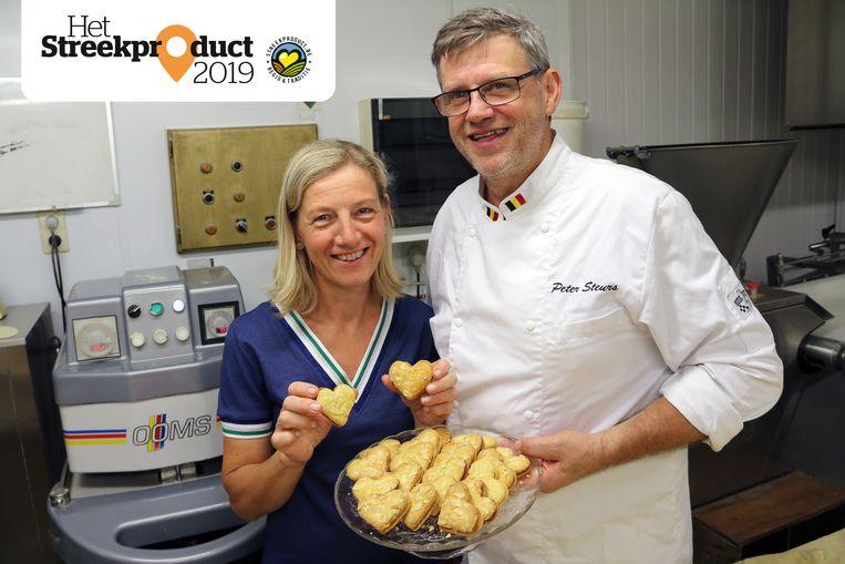 Peter Steurs en zijn vrouw Astrid Clonen tonen hun Geelse Hartjes.