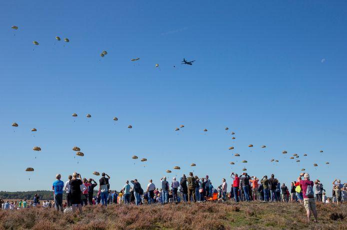Wethouder Meijer kan zich voorstellen dat de Airborne herdenking in september niet doorgaat.
