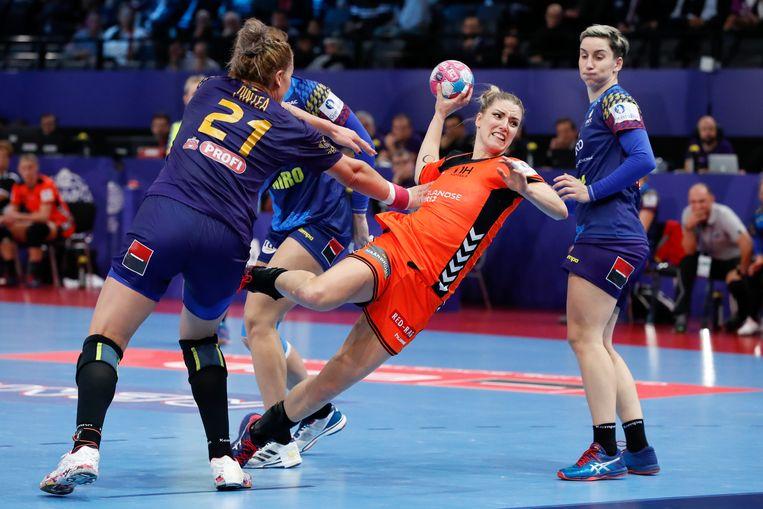 Nycke Groot tijdens het EK tegen Roemenië, waarbij Nederland brons in de wacht sleepte. Beeld null