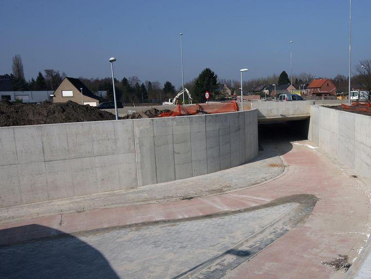 Archieffoto van de aanleg van een van de fietstunnels onder de Zuiderring.