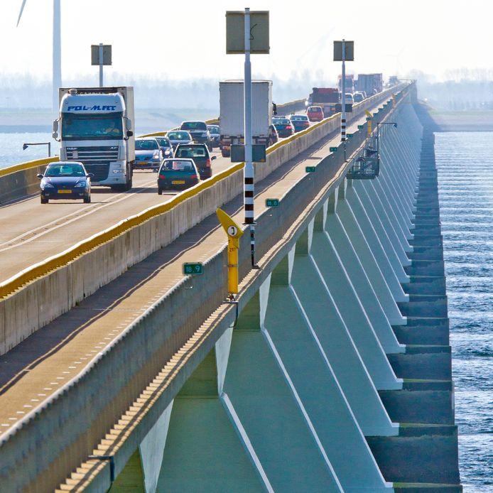 De Zeelandbrug gaat vanaf vrijdagavond tot en met maandagochtend dicht voor verkeer.