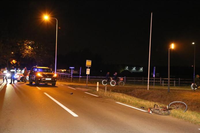 Op de voorgrond de fiets van het slachtoffer.