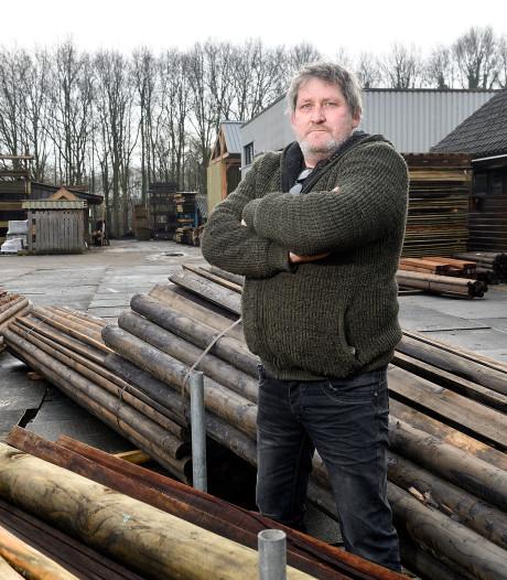 Tom Bos slaapt slecht na brandstichting in zijn houthandel: 'Ik ben zo scherp als een mes'