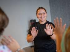 Sophie helpt gepeste meiden weer rustig te ademen met training in Vriezenveen: 'Het was erg moeilijk'