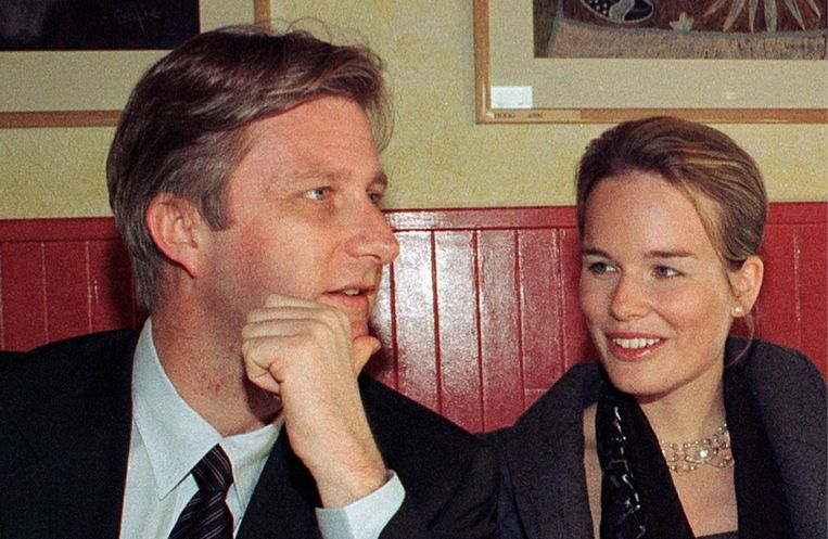 Met Mathilde, met wie hij zich in 1999 verlooft. 'Vermoedelijk heeft hij haar via Marie-Alix, Mathildes zus, leren kennen. Niets menselijks is een prins vreemd.' Beeld