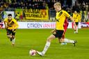 Jan Paul van Hecke opent de score in het thuisduel met Almere City.