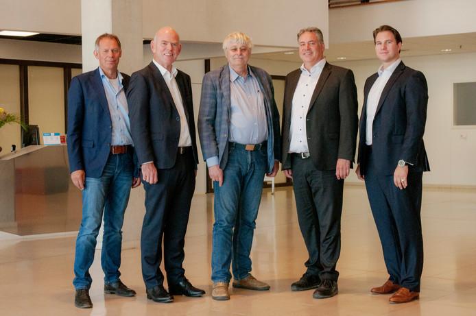 Het nieuwe dagelijks bestuur van het waterschap, met (vlnr) Luc Mangnus, Gert van Kralingen, Marien Weststrate, Denis Steijaert en Philipp Keller