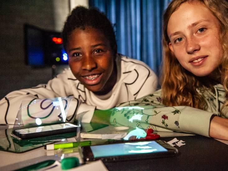 Uitbarstende vulkaan of kwispelend hondje: Goudse scholieren doen recordpoging hologram bouwen