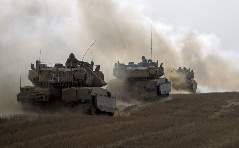Israëlische tanks verlaten de Gazastrook. Beeld epa