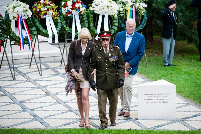 Ted Meines, hier in 2015 bij het Indisch Monument, krijgt een standbeeld in zijn woonplaats in Leidschendam-Voorburg.